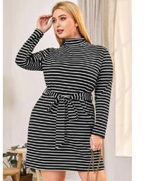 Платье в полоску с поясом размера плюс