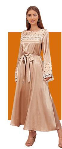 Атласное платье макси с поясом и кружевной отделкой