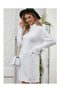 Однотонное платье-свитер с высоким вырезом